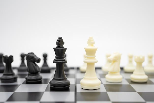 Schachbrett mit einer schachfigur