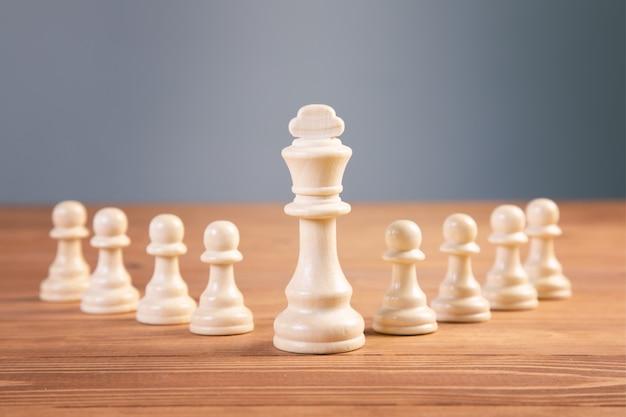 Schachbrettspielkonzept für ideen und wettbewerb und strategie, geschäftserfolgskonzept