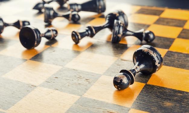 Schachfiguren besiegt