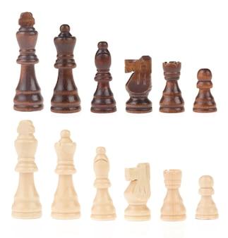 Schachfiguren isoliert auf weißem hintergrund
