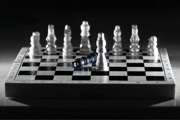 Schachkomposition auf dem board.das konzept des sieges