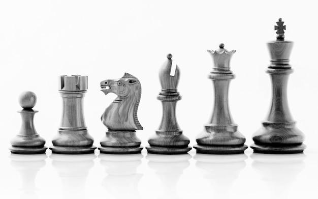 Schachkonzept rette den könig und rette die strategie.