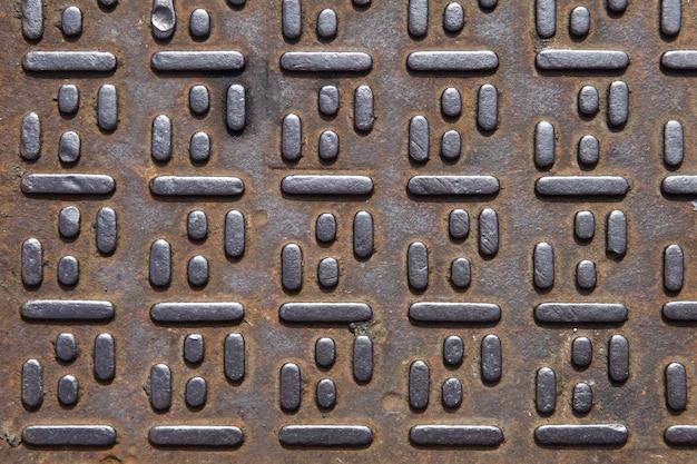 Schachtdeckel metallischer hintergrund