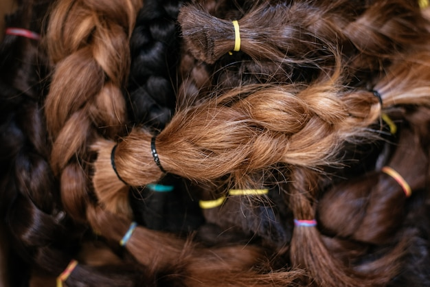 Schachtel geflochtenes haar für eine krebsspende