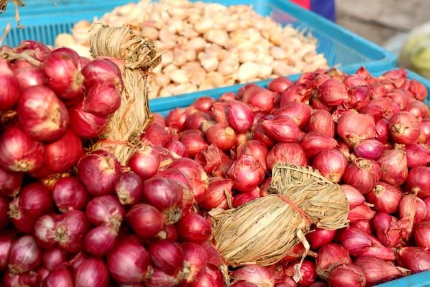 Schalotten auf dem markt