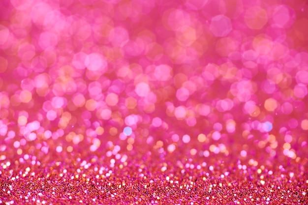 Scharlachrote glitzertextur. neujahrs- oder weihnachtshintergrund für grußkarten. valentinstag feier. glänzendes glitzerdesign für festliche dekoration: hochzeits-, urlaubs- oder jubiläumsfeier.