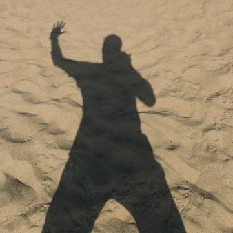 Schatten einer person auf sand, vina del mar, chile
