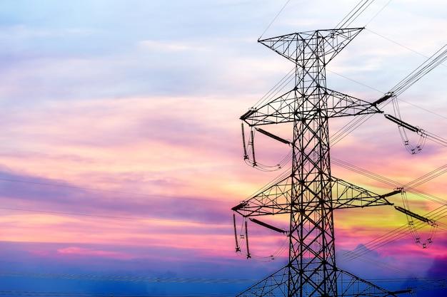 Schattenbild der elektrischen hochspannungspfostenstruktur