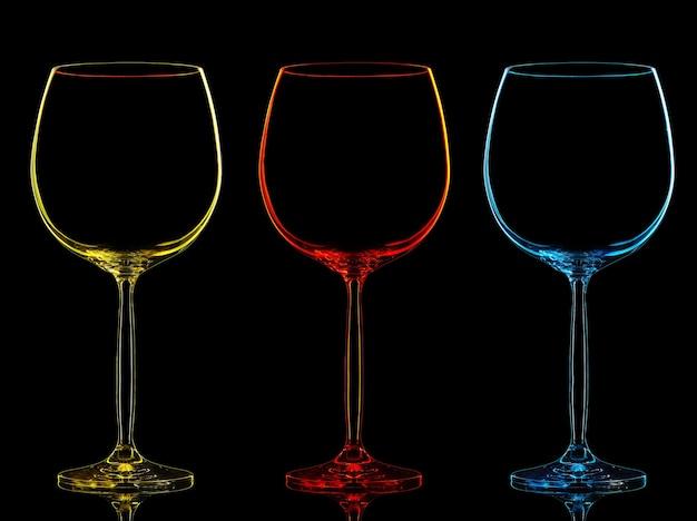 Schattenbild des farbweinglases auf schwarzem hintergrund.