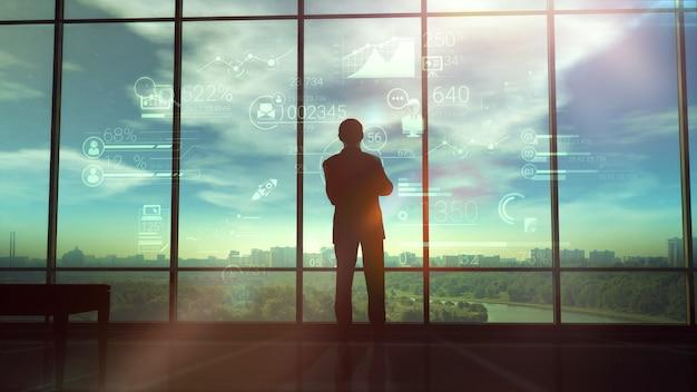 Schattenbild des mannes und der unternehmensinfografiken