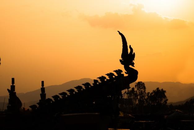 Schattenbild des naka kopfes oder der schlange im buddhisten
