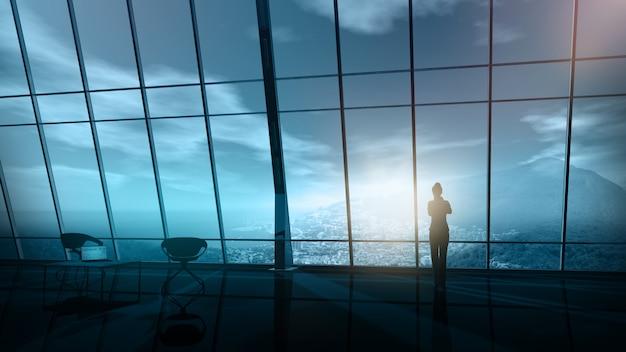 Schattenbild einer geschäftsfrau auf dem panoramischen fenster des büros.