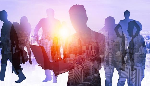 Schattenbildbild der geschäftsleutegruppe auf stadthintergrund