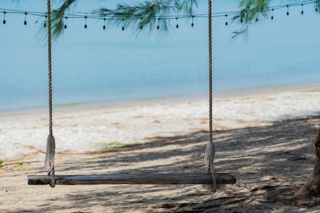 Schaukeln sie am strand am meer