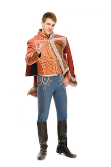 Schauspieler, gekleidet in einen husaren in militäruniform
