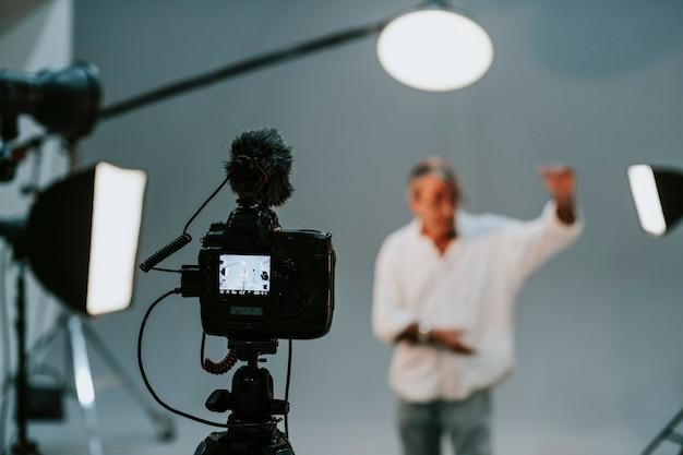 Schauspieler vor der kamera bei einem vorsprechen