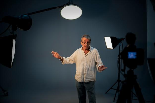 Schauspieler vor der kamera beim vorsprechen
