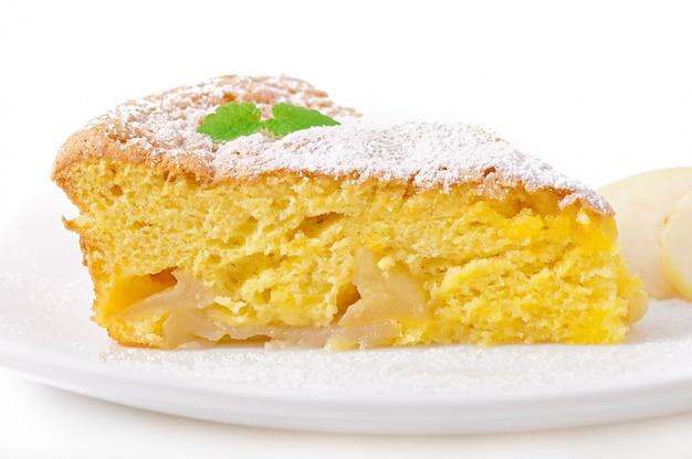 Scheibe apfelfruchtkuchen auf einem teller mit minzblatt verziert