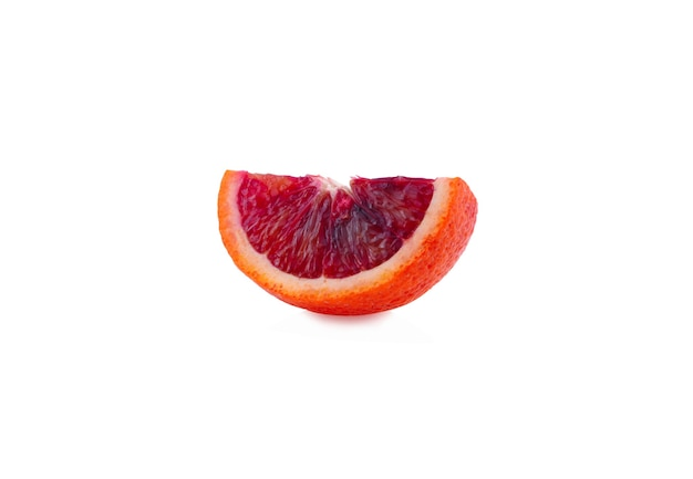Scheibe blutorangenfrucht isoliert auf weiß