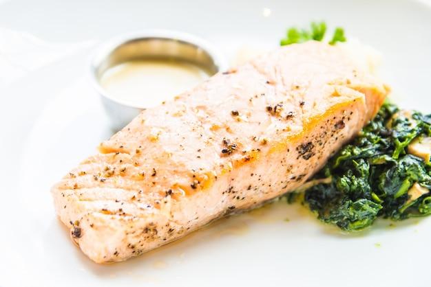 Scheibe fisch gekocht mittagessen gesund