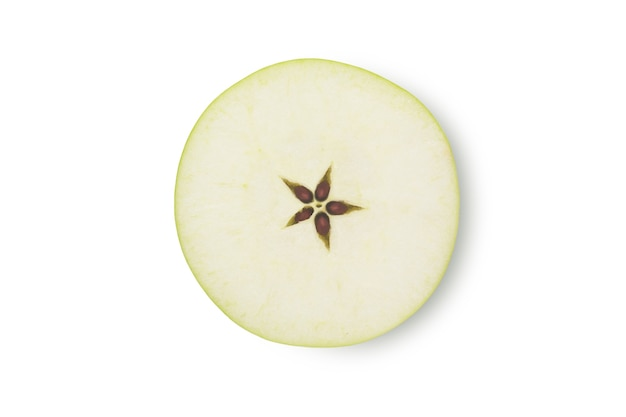 Scheibe grüner apfelfrucht isoliert auf weißem hintergrund