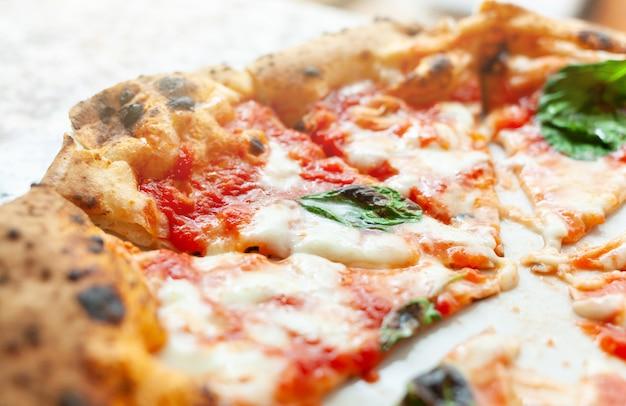 Scheiben pizza margherita
