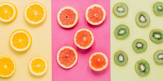 Scheiben von sortierten früchten
