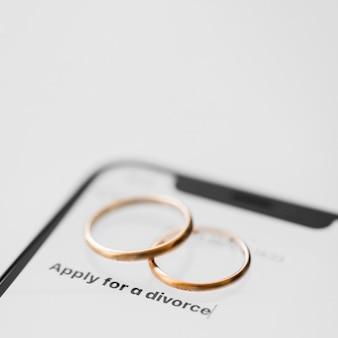 Scheidungskonzept mit telefon
