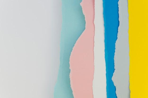 Schichten pastellfarbener papiere