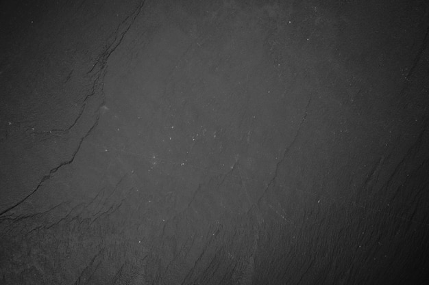 Schieferbrett auf schwarzem holz