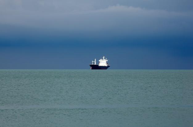 Schiff auf dem meer, triest