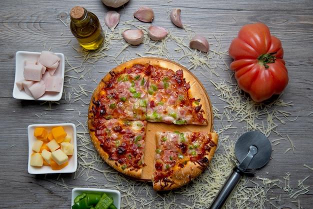 Schinkenkäse und paprikapizza