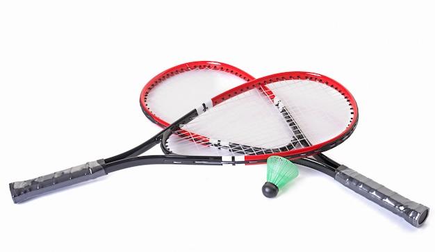 Schläger und federball von badminton