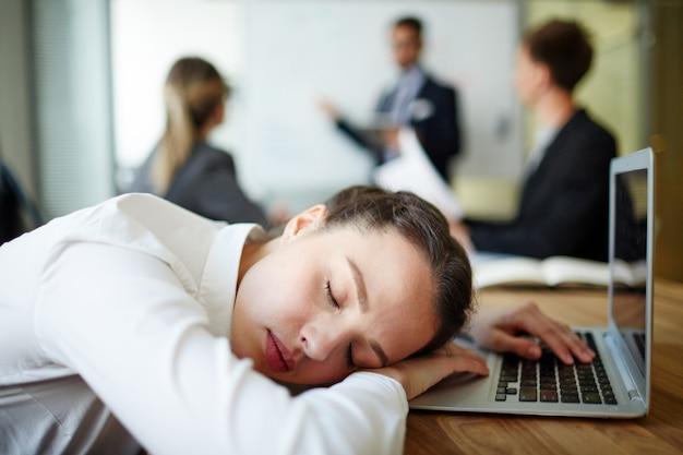 Schlafen bei der arbeit