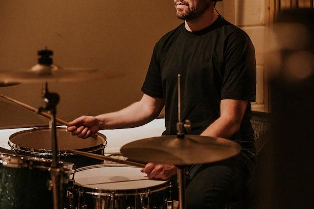 Schlagzeuger-aufnahme in studiomusik hd-foto