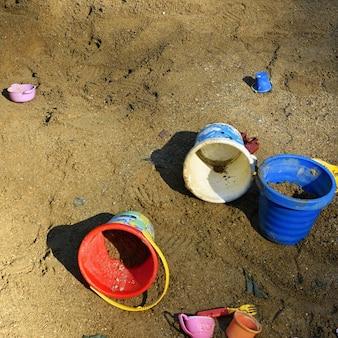 Schlammkuchen im sandkasten