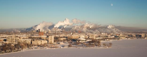 Schlechte umgebung in der stadt. umweltkatastrophe