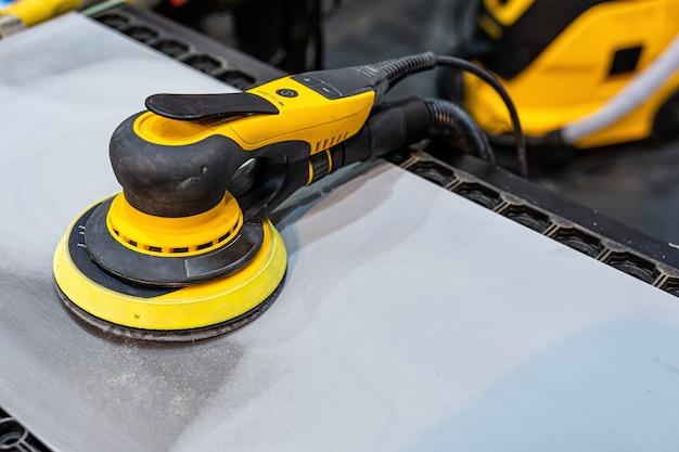 Schleif- und polierwerkzeuge für fahrzeugkarosserien