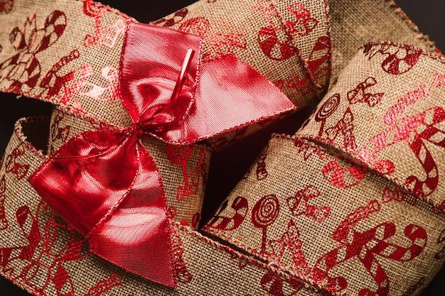 Schleife am weihnachtsband