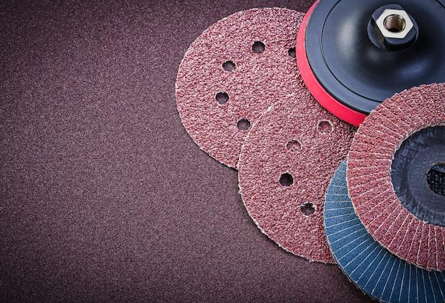 Schleifscheibenhalter auf polierblech-schleifmaterialien