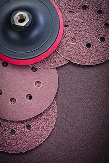Schleifscheibenhalter auf polierpapier-schleifwerkzeugen