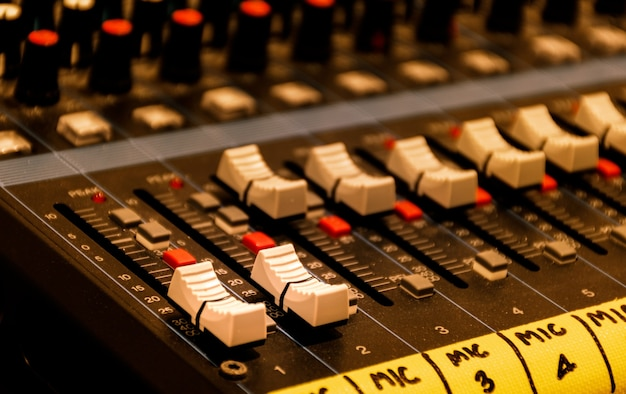 Schließen sie die bildlaufleistentaste, um den soundboard-mixer zu steuern