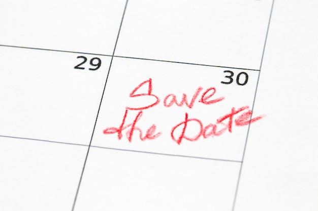 Schließen sie ein datum 30 mit roten kreisen in einem kalender (ende des monats).