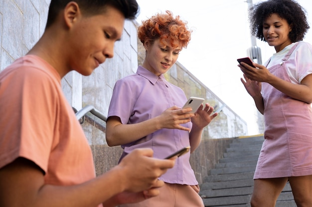 Schließen sie freunde mit smartphones