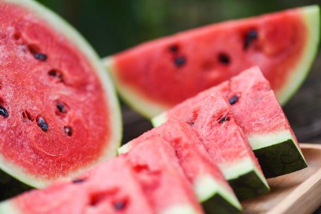 Schließen sie frische wassermelonenstücke