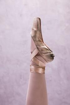 Schließen sie herauf ballerina pointe schuh