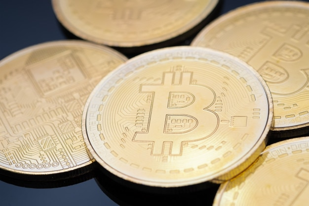 Schließen sie herauf bild von goldenen bitcoins