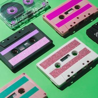 Schließen sie herauf bunte kassettensammlung des schusses