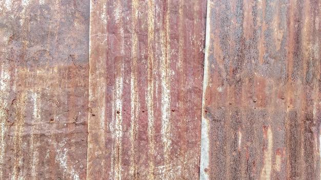 Schließen sie herauf den alten rostigen galvanisierten, abstellgleisweinlesebeschaffenheitshintergrund des wellblechs
