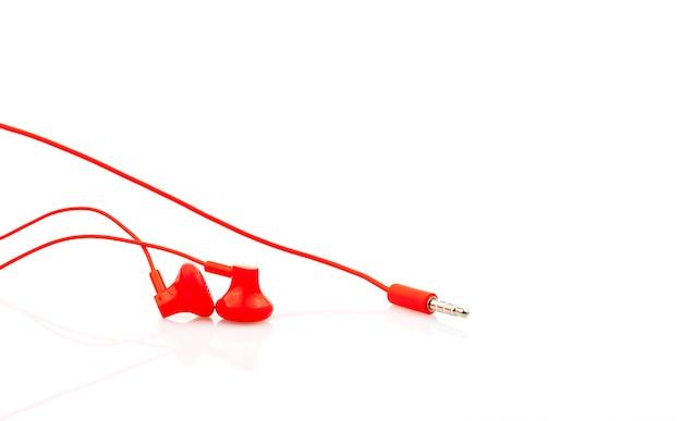 Schließen sie herauf den roten lokalisierten kopfhörer